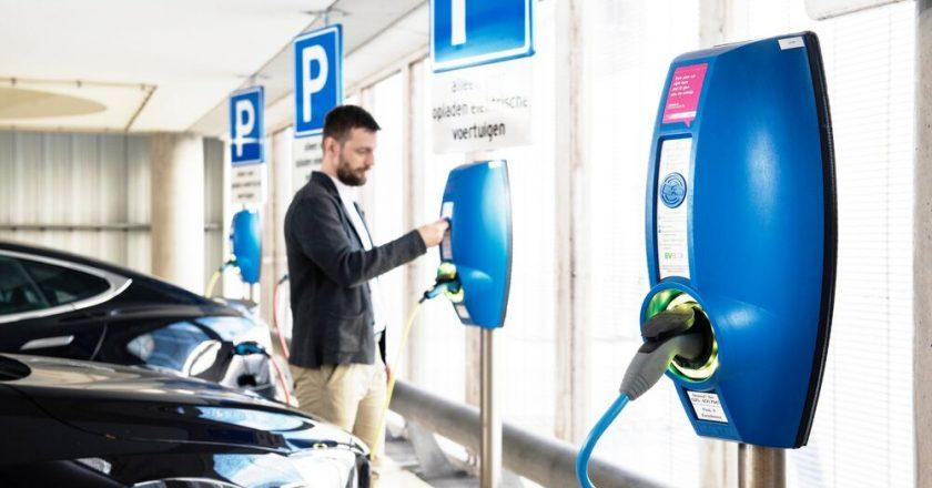 Elektromobilių krovimo stotelės statant verslo centrą – ne tik BREEAM sertifikatui gauti