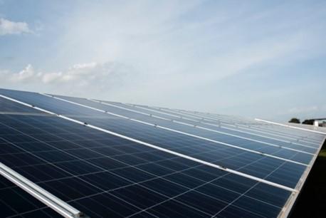 Parama saulės elektrinėms skatina įmones ir fizinius asmenis naudoti švarią energiją